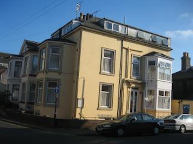 Apsley House Flat 4 (2 berth)
