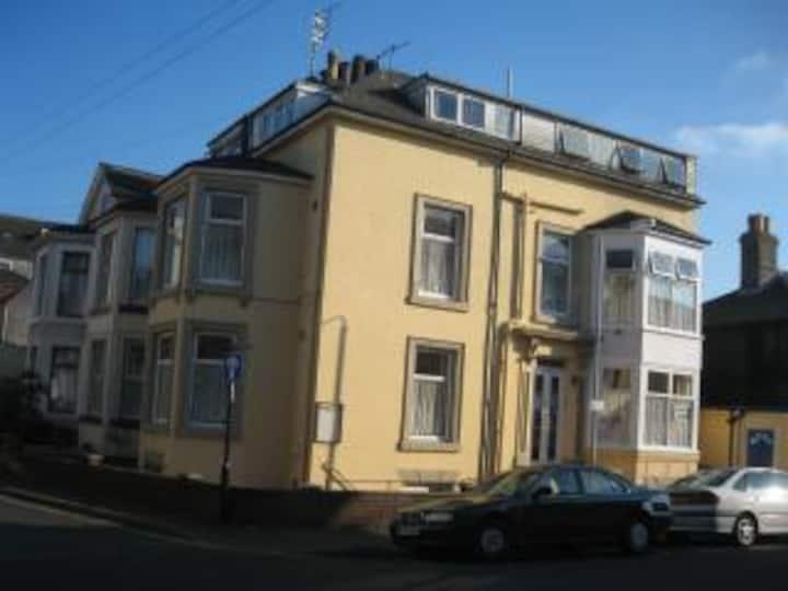 Apsley House flat 2 (2 berth)