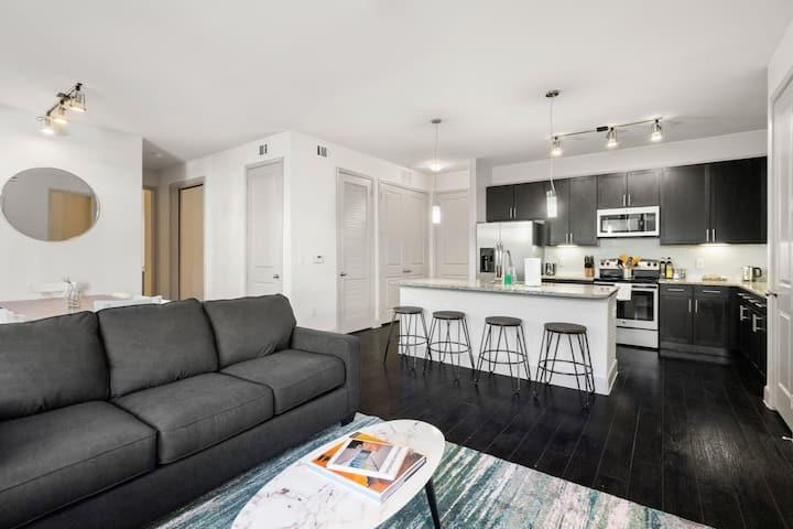 Kasa | Houston | Heavenly 3BD/2BA Museum District Apartment