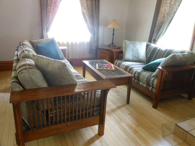 Growe's Guest House - just like Grandma's!