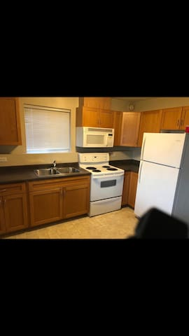 2bd suite with mountain view, back-yard for BBQ