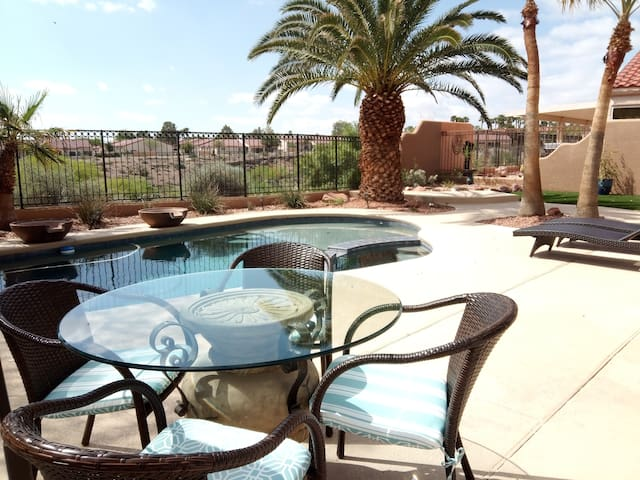 Sumerlin Oasis! Guest Bedroon with private bath