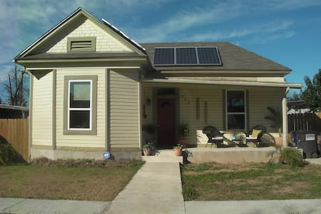 Pet Friendly Solar Victorian Close to Downtown