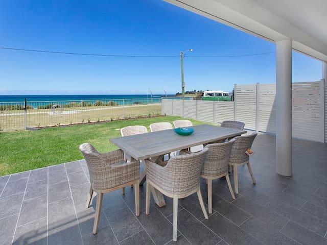BREEZE - Luxury Apartment on Warilla Beach