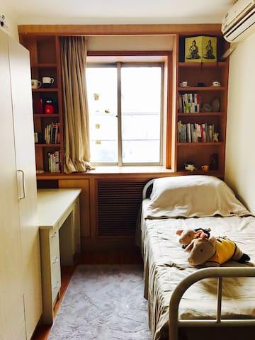 隐藏在北京使馆区的安静小区,亮马河畔,可以享受到好咖啡的一人小房间 - 北京 - Bed & Breakfast