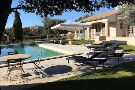Agréable villa 4 chambres piscine - Mazan - Haus