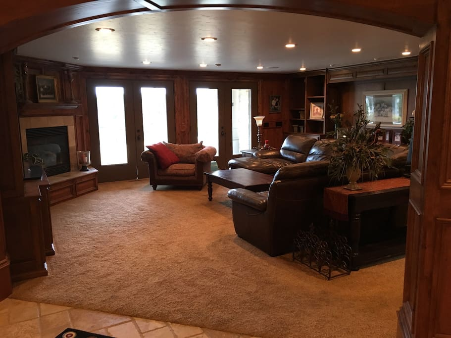 Huge family room with big screen TV, fireplace, leather sofa, surround sound