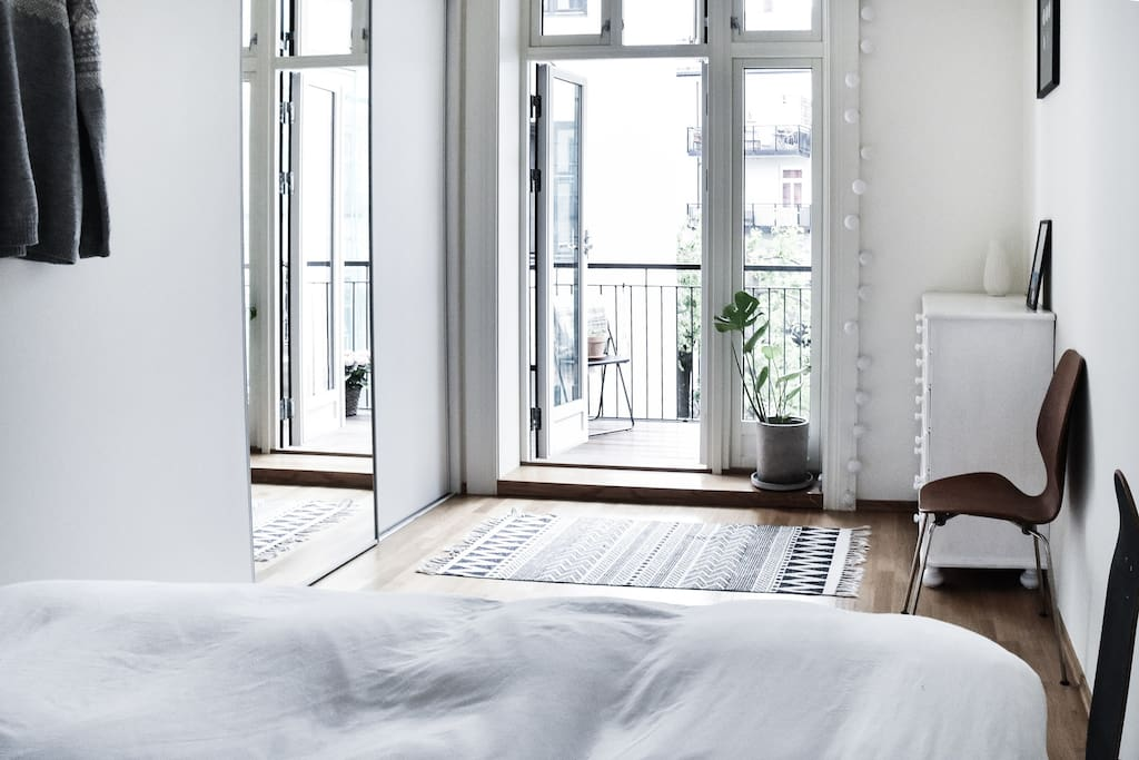 Large and airy bedroom with entrance to the balcony