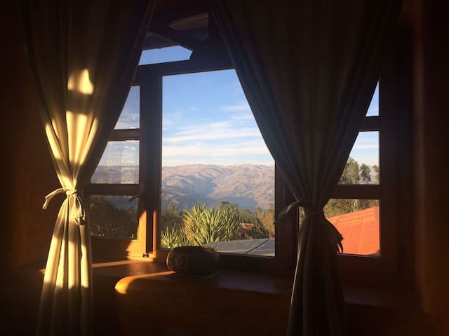The Lazy Dog Inn Condor Suite with mountain view