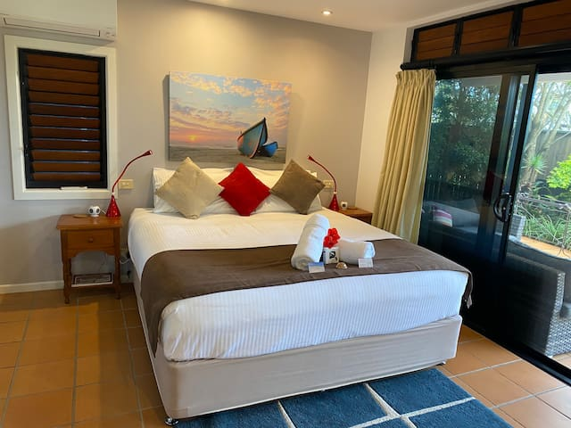 The Boathouse: Luxury 5-star accomodation in Yamba