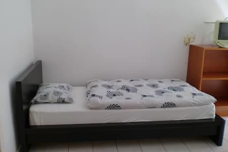 Zimmer 8 - ウィーン