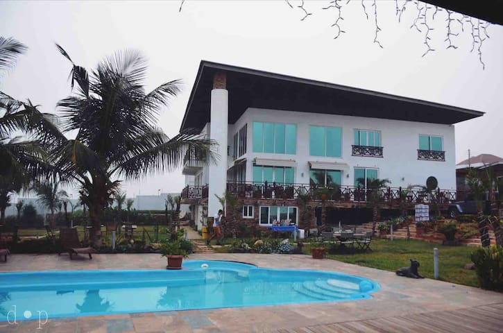BEACH HOUSE IN ACCRA WITH STUNNING VIEW.