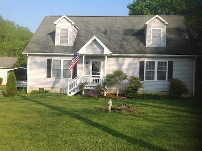 Charming home near Brevard College