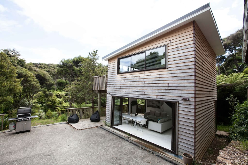 two level living space reaches out to the bush outlook