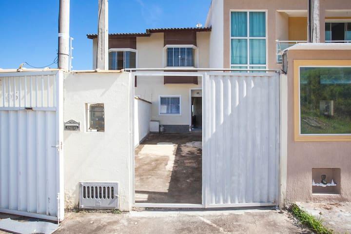 Aluga casa em Macaé RJ - Macaé - Casa