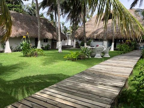 Casa de playa, en isla, frente al mar y canal