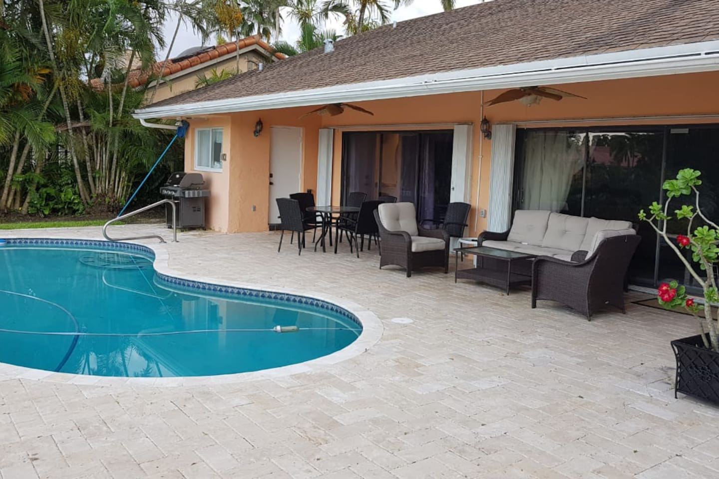 House on a canal, where fishing is available. View of Jacaranda Golf Club.,walking distance.10 min to Sawgrass Mills Mall, 10 min to Fort Lauderdale Airport and 45min to Miami Airport. 10 min to Hard Rock Casino, 20 min to Fort Lauderdale Beach. 3 hours to Orlando.