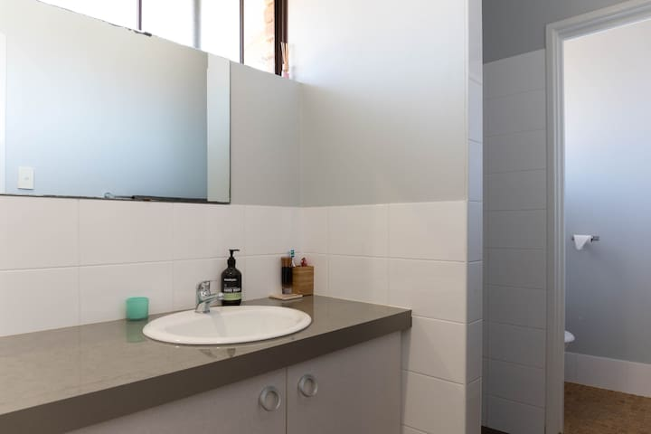 2 bedroom renovated townhouse - South Perth - South Perth - Townhouse