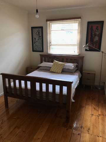 Spacious room in central, historic Kensington B&B