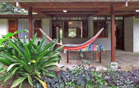 Beautiful Guest House Rana Roja at Finca Isla