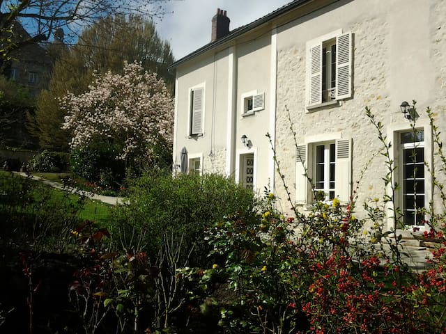 Suite Romantique Bed & Breakfast - Provins - Aamiaismajoitus