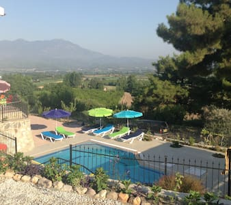 Villa Wisteria with Pool, wifi & Stunning Views - フェティエ