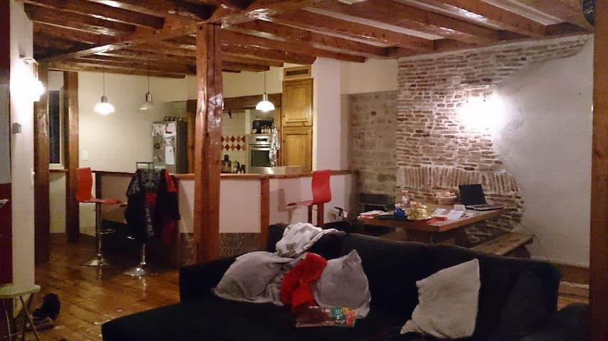 Chambre privée, lit double, centre ville Besançon