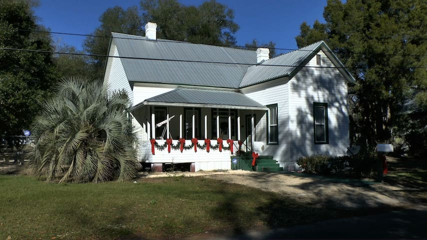 LARGE FAMILY HOME CLOSE TO EVERYTHING. - Live Oak - Hus