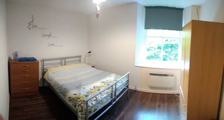 Large & Spacious Double Room Close to City Centre!