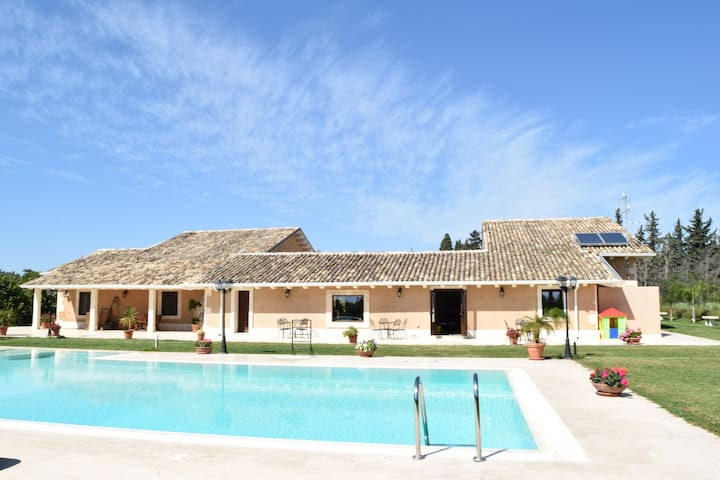 Luxurious Holiday Home with Swimming Pool in Syracuse Italy