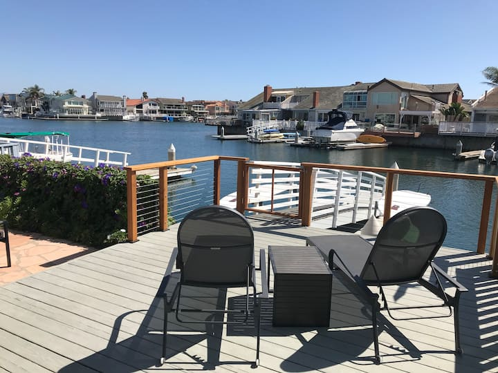 Relaxing Harbor Townhouse Minutes from the Beach