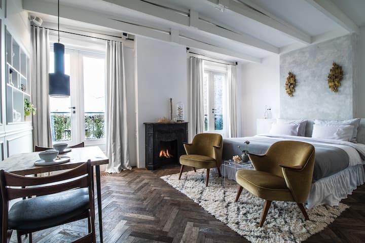 Complete studio apartment for two, Museum Quarter