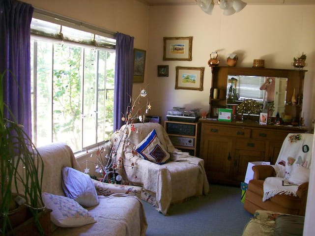 Nice comfy  room on a working Farm - Inverell - บ้าน