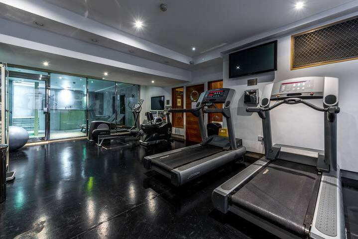 Studio Apartment in Roland House - RH