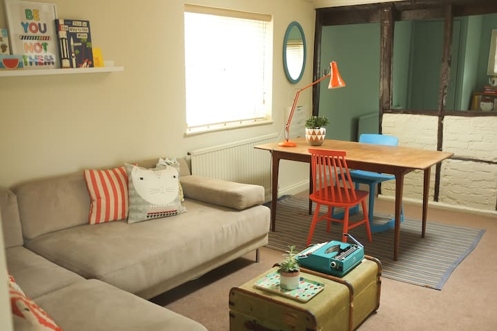 Colourful flat in central Windsor - Windsor - Apartment