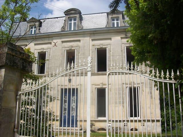 Maison du XIXème Gîte 30mn plage