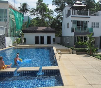 Poolside 2 bedroom Tri-Level Condo - Kammala - Apartment