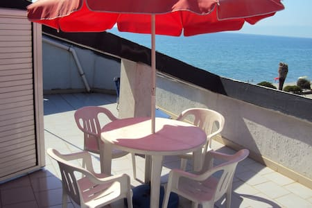 Sunny Terrace Apartment onthe Beach - Trebisacce - Pis