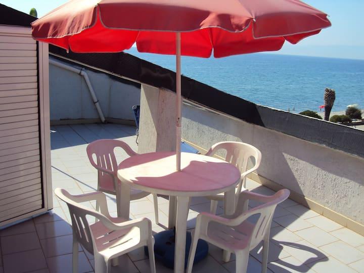 Sunny Terrace Apartment onthe Beach