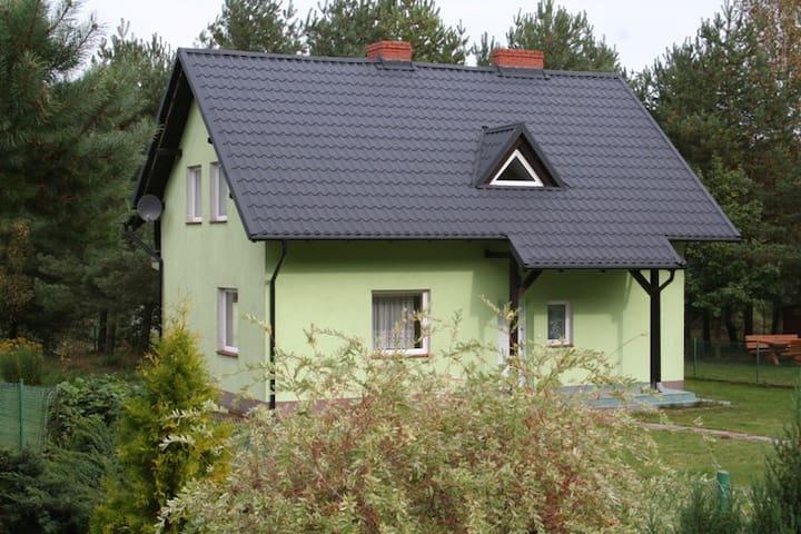 Villa Tamila. Dom nad jeziorem w pobliżu Ostrzyc. - Ostrzyce - Huis