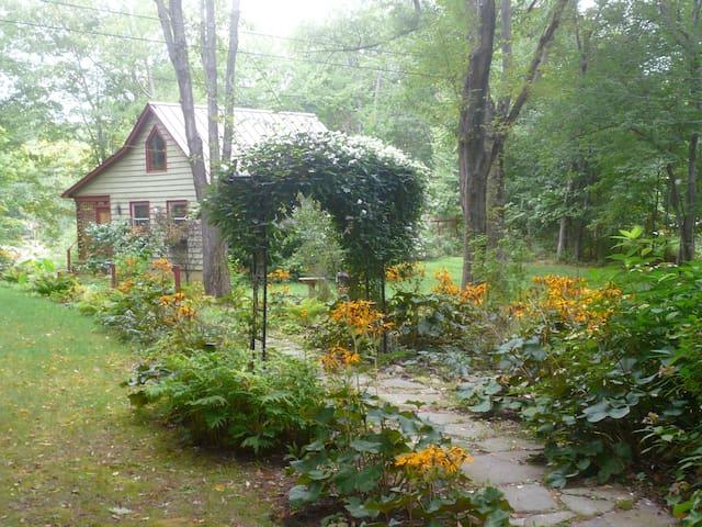 Private Lake Cottage, Hudson Valley - Red Hook - Kabin