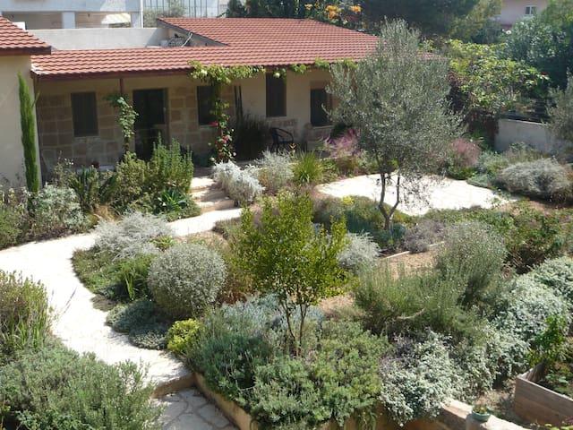 Mediterranean Stone Cottage - Zikhron Ya'akov - Appartement