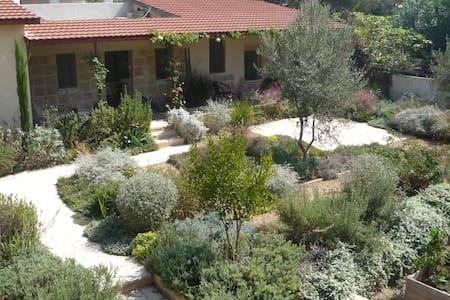 Mediterranean Stone Cottage - Zikhron Ya'akov - Huoneisto