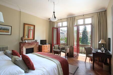 La Villa - Superior Balcony Bedroom - Mazamet