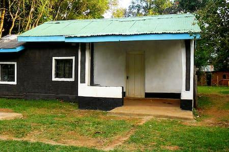 RESORT HOME NEAR KITALE, KENYA - Hus