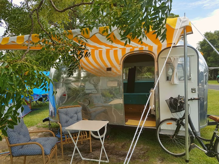 GLAMPING 1963 AIRSTREAM CARAVAN HIRE GOLD COAST