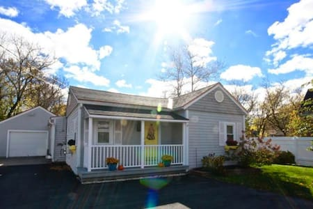 Relaxed South End Bungalow-5 mins to downtown
