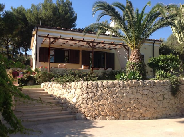 sea view beach house with garden - Fontane Bianche - Talo