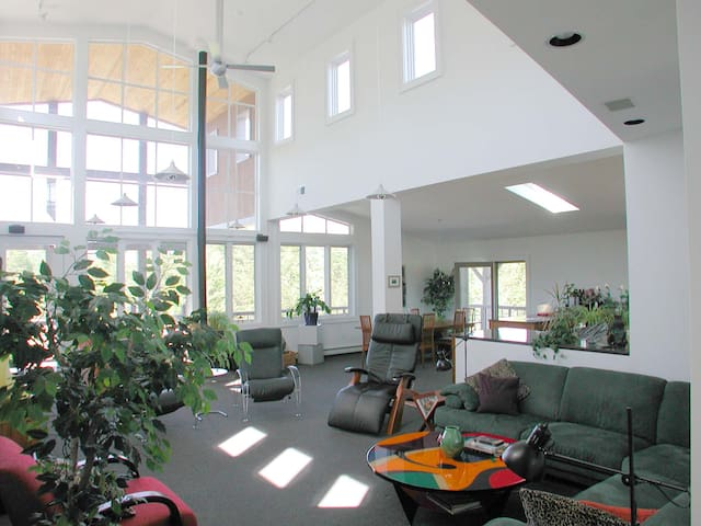 Loft Living in the Country 5 acres