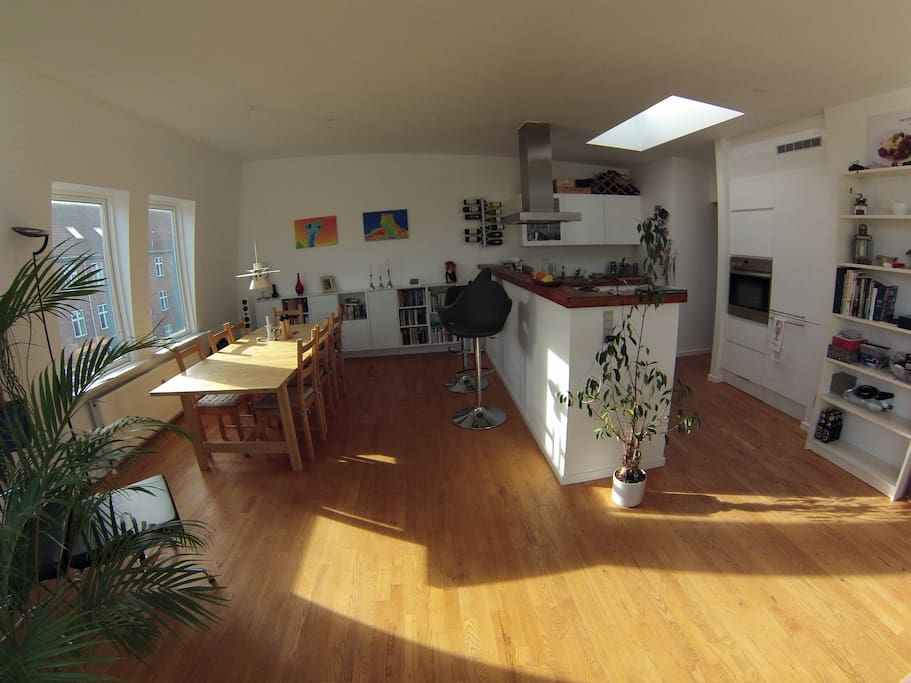 Bar between dining table and kitchen